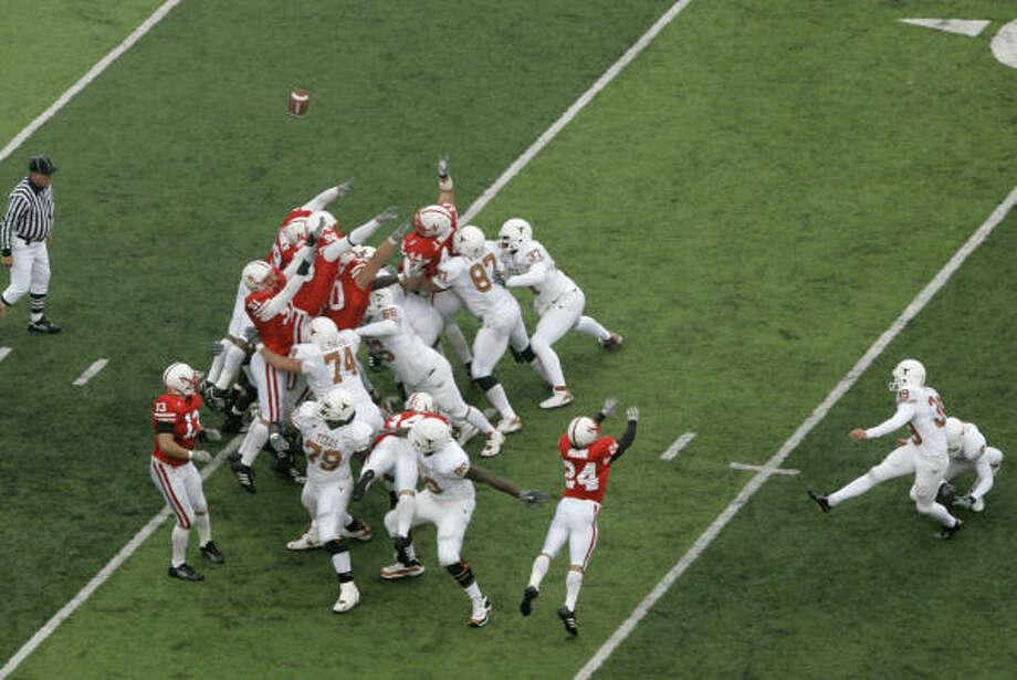 Texas walk-on Ryan Bailey makes his first collegiate field goal to defeat Nebraska. Photo: NATI HARNIK, AP