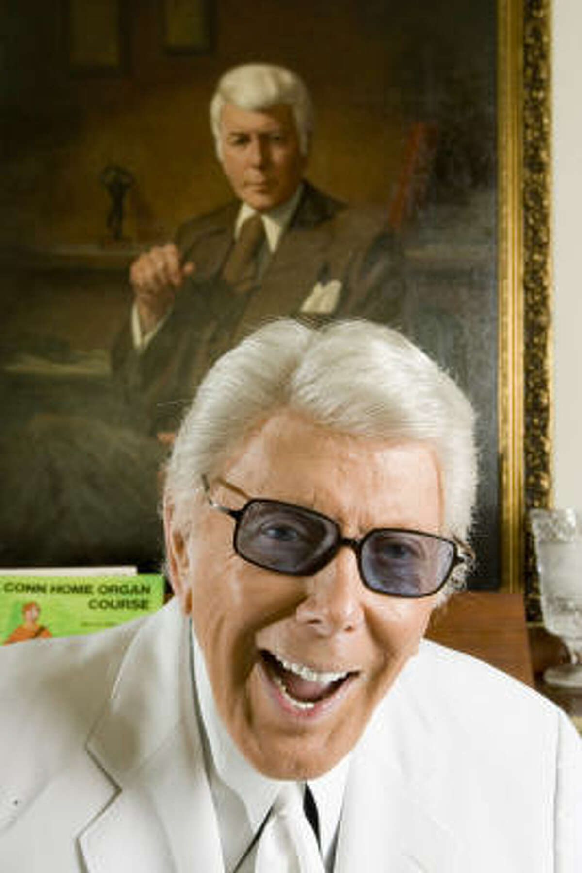 Channel 13 reporter Marvin Zindler poses for a portrait on May 11, 2006, at his home in Houston.