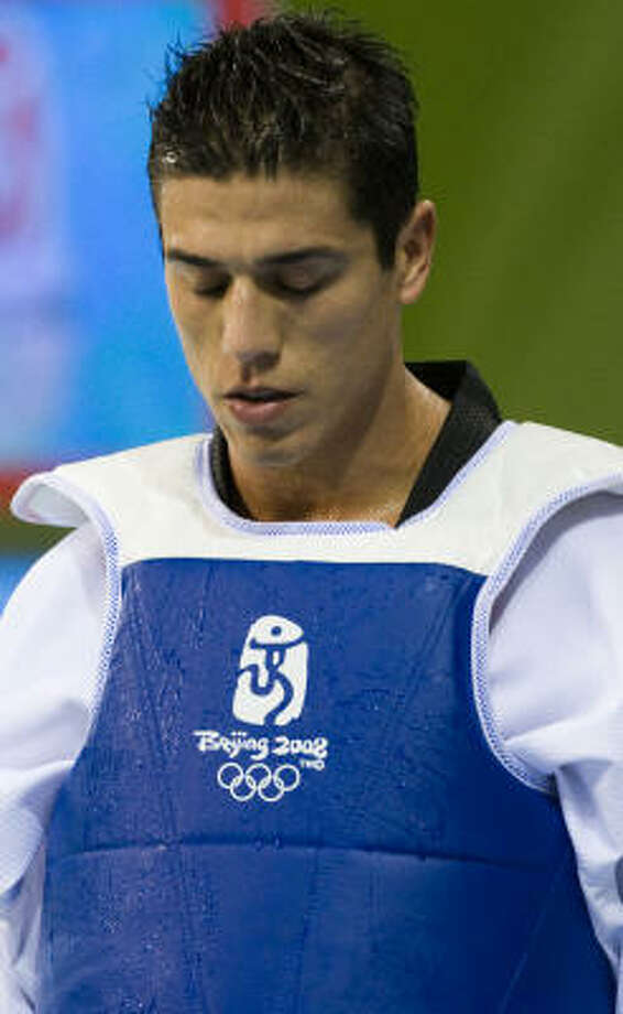 Steven Lopez of Sugar Land, walks off the floor after his loss to Mauro Sarmiento of Italy during 80kg taekwondo quarterfinals at the 2008 Summer Olympic Games on Friday in Beijing. Photo: Smiley N. Pool, Chronicle Olympics Bureau