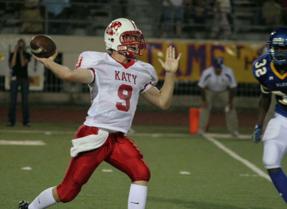 Katy quarterback Bo Mitchell gets ready to fire a pass in Katy's win over Klein Friday. Photo: Gary Fountain, For The Chronicle