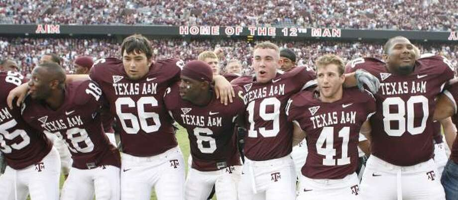 The Texas A&M players celebrated their victory over Missouri, but coach Dennis Franchione isn't concerned about success going to their heads. Photo: Billy Smith II, HOUSTON CHRONICLE