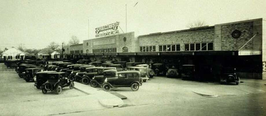 Harrisburg Plaza in the East End was a Weingarten's Big Market food store when this photograph was taken in 1930. The building, restored to hold an AutoZone and a job placement office, earned its developer a Good Brick award from the Greater Houston Preservation Alliance. Photo: HOUSTON METROPOLITAN RESEARCH CENTER, HOUSTON PUBLIC LIBRARY