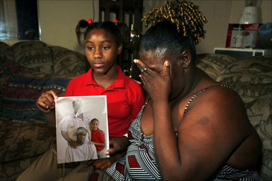 Nina Everett weeps next to her daughter, Chealsea Chevis, 10, in their Houston apartment on Friday. Chelsea is holding a portrait of them and Nina's son, Cody Everett, 14, who was shot to death during a fight with an unidentified man in the 2600 block of Calumet on Wednesday night. Photo: Steve Ueckert, Chronicle