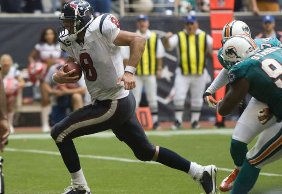 Matt Schaub sprints into the end zone on a last-second score to seal the Texans' first win of the season. Photo: Brett Coomer, Chronicle