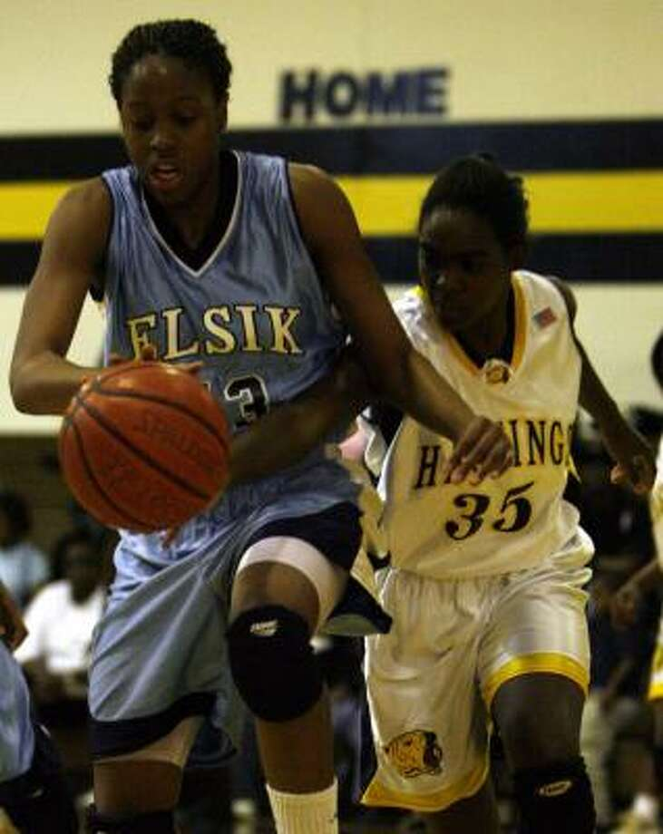 Adaora Elonu, left, who led Elsik with 23 points, and Hastings' Francis Agwunobi pursue a loose ball. Photo: JAMES NIELSEN, CHRONICLE