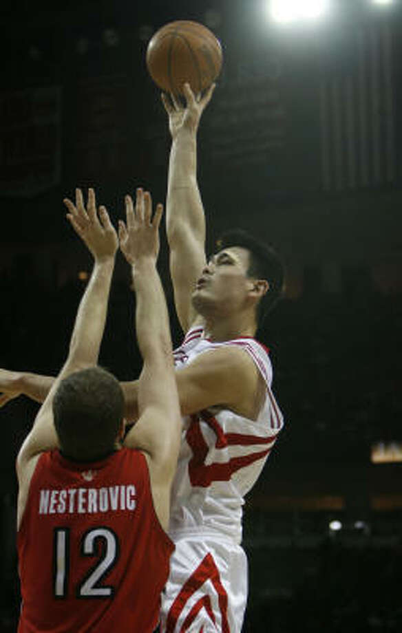 Houston's Yao Ming, right, is one of the Western Conference's many standout centers. Photo: Sharon Steinmann, Chronicle