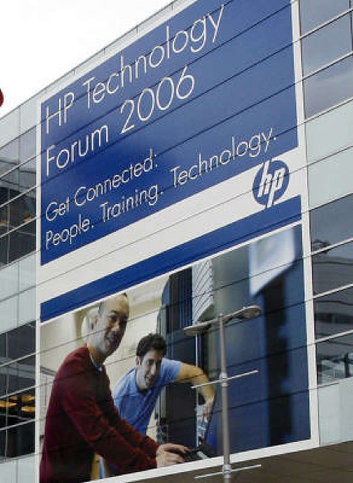 A banner welcomes visitors to the HP Technology Forum.