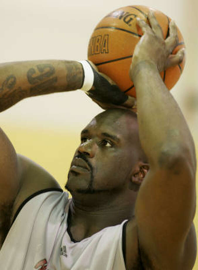 Miami's Shaquille O'Neal shoots during the team's basketball practice today and didn't encounter any problems with his injured knee. Photo: Lynne Sladky, AP