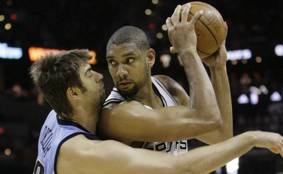 Tim Duncan and the Spurs flexed some muscle in San Antonio to take a 1-0 lead over the Utah Jazz. Photo: Matt Slocum, AP