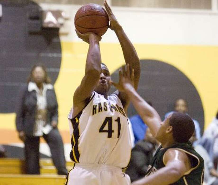 Hastings' JaDarius Davis shoots over Smiley's Augustine Rubit. Davis scored 12 points in the Bears' win. Photo: BOB LEVEY, FOR THE CHRONICLE