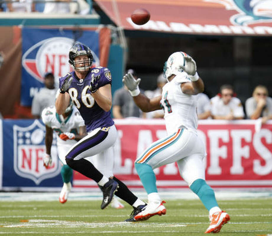 Ravens tight end Todd Heap hauls in a first-quarter pass in front of Dolphins linebacker Akin Ayodele. Photo: Gregory Shamus, Getty Images