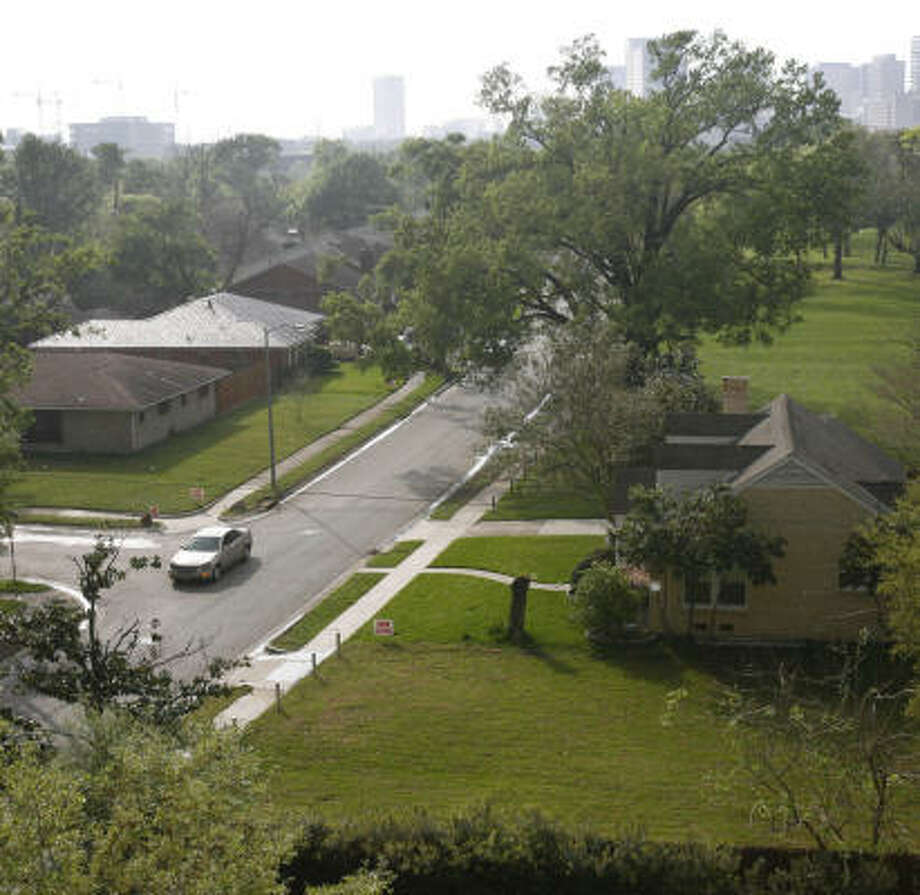 Only two houses are left standing on the north side of Lockett in the nearby Central City neighborhood. For the first time, the Texas Medical Center Inc. is using its authority to expand. Photo: Mayra Beltran, Chronicle
