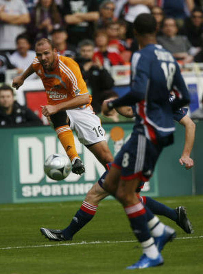 The injury to defender Richard Mulrooney may mean more playing time for Craig Waibel. Photo: James Nielsen, Houston Chronicle