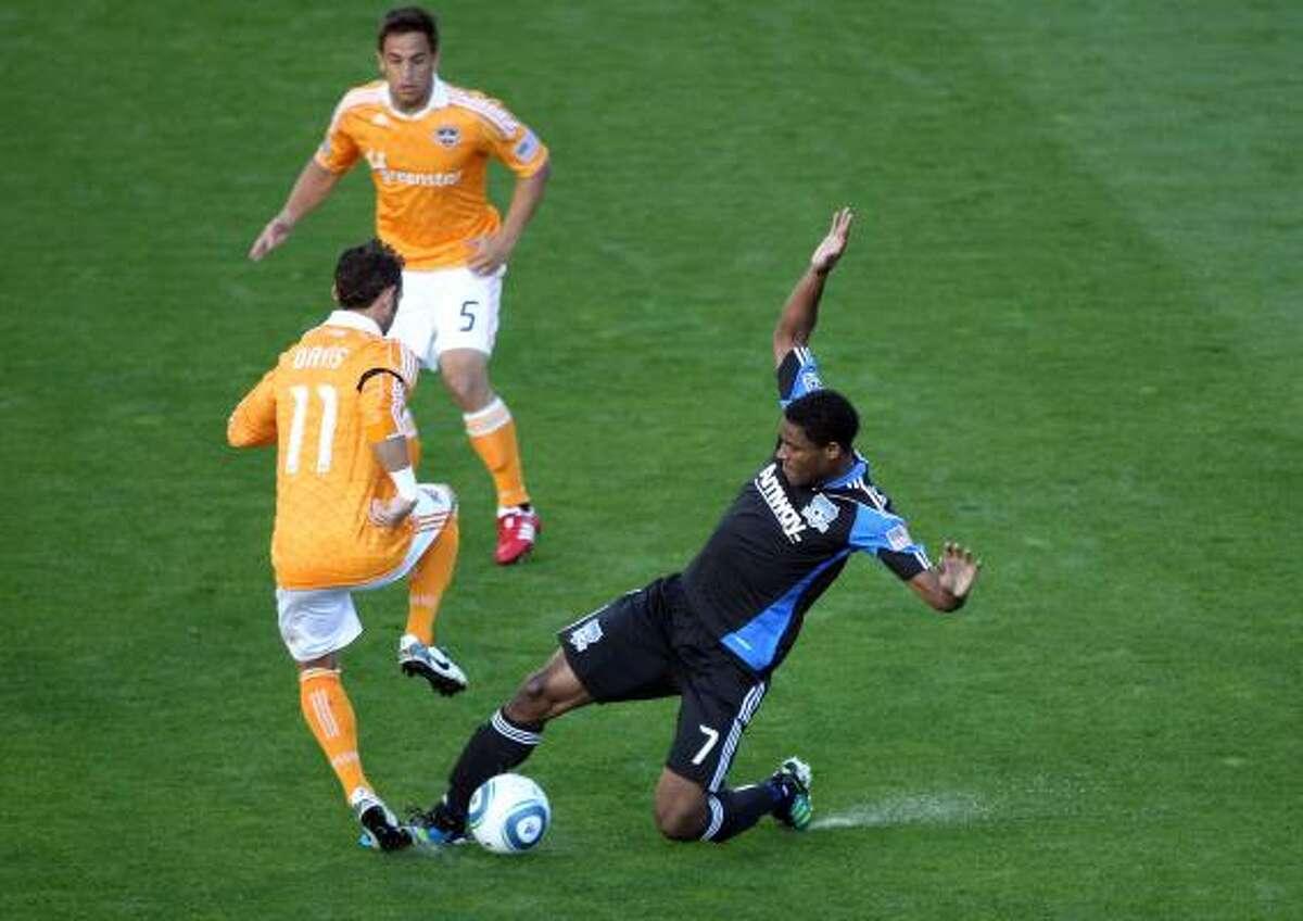 San Jose's Khari Stephenson, right, attempts to take the ball from Dynamo midfielder Brad Davis.