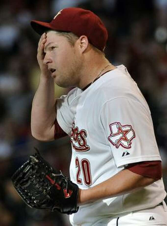 Astros pitcher Bud Norris wipes his forehead during his fourth loss of the season. Photo: Pat Sullivan, Associated Press