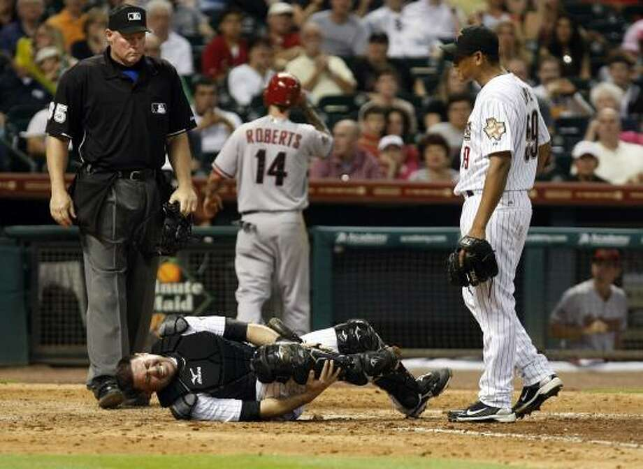 Astros catcher Humberto Quintero writhes in pain. Photo: Johnny Hanson, Chronicle