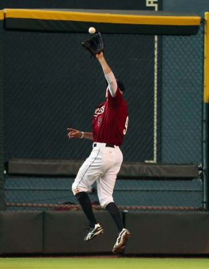 Astros right fielder Hunter Pence makes a catch at warning track. Photo: Bob Levey, Getty