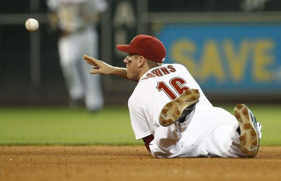 Astros second baseman Matt Downs flips the ball to second to end the seventh inning. Photo: Nick De La Torre, Chronicle