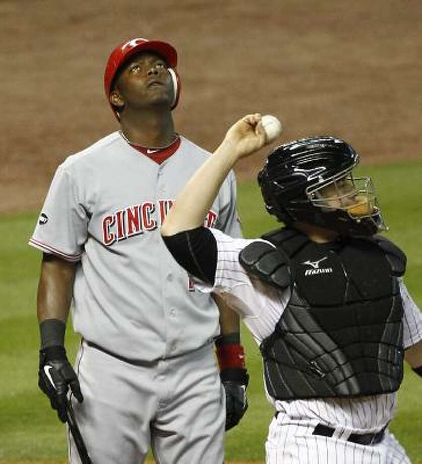 Cincinnati's Edgar Renteria looks up after losing an appeal and being called out on strikes as Astros catcher Humberto Quintero throws the ball back to the mound in the second inning. Photo: Nick De La Torre, Chronicle
