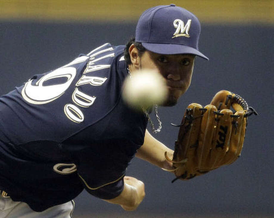 Milwaukee Brewers starting pitcher Yovani Gallardo throws during the first inning of a baseball game against the Astros. Photo: Morry Gash, AP
