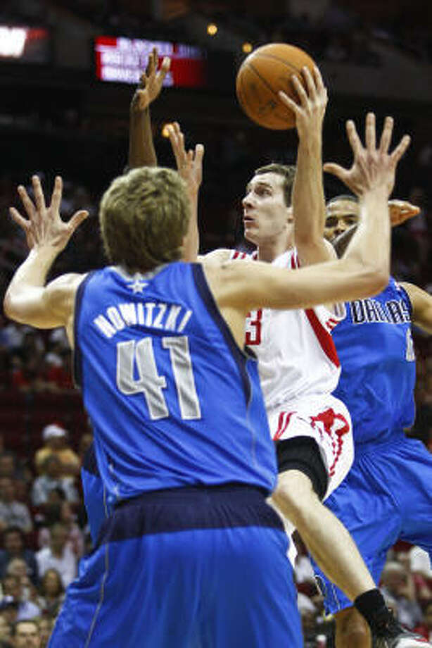 Rockets point guard Goran Dragic (3) goes up for a shot against Dallas Mavericks power forward Dirk Nowitzki (41). Photo: Michael Paulsen, Chronicle