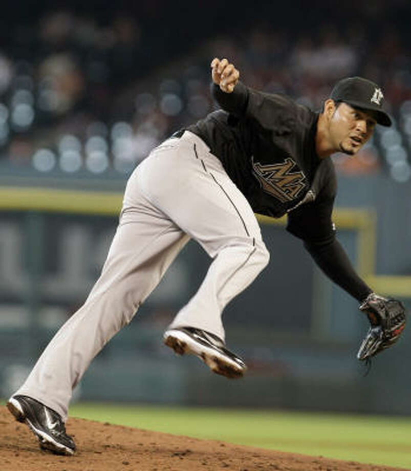 Marlins pitcher Anibal Sanchez loses his footing while delivering a pitch in the third inning. Photo: Thomas B. Shea, Getty Images