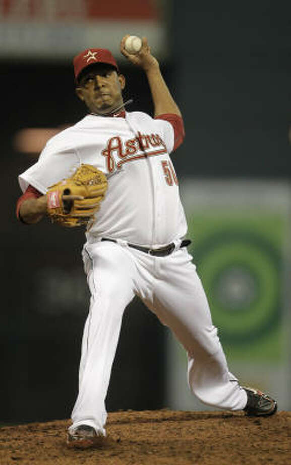 Astros reliever Fernando Abad pitches during the seventh inning. Photo: Karen Warren, Chronicle
