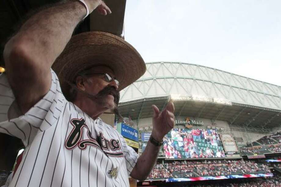 Valentin Jalomo cheers on the Astros before the start of the game. Photo: Billy Smith II, Chronicle