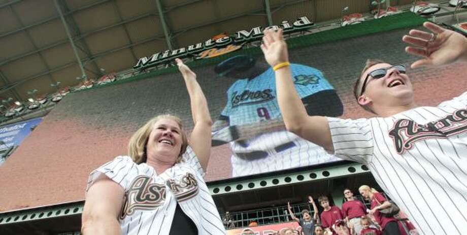 Felicia Seaman gives a high five to her son, Jake, after a double hit by Hunter Pence in the bottom of the first inning. Photo: Billy Smith II, Chronicle