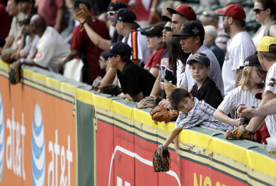 Fans wait for home run balls during batting practice. Photo: Karen Warren, Chronicle