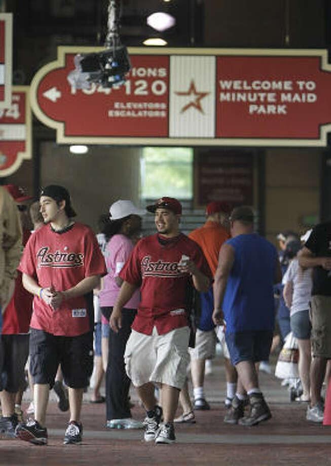 Fans stream into the stadium as the gates open. Photo: Karen Warren, Chronicle