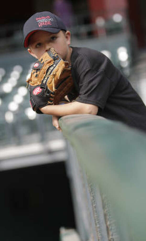 Joshua Rivas, 7, waits to catch a ball during batting practice. Photo: Karen Warren, Chronicle