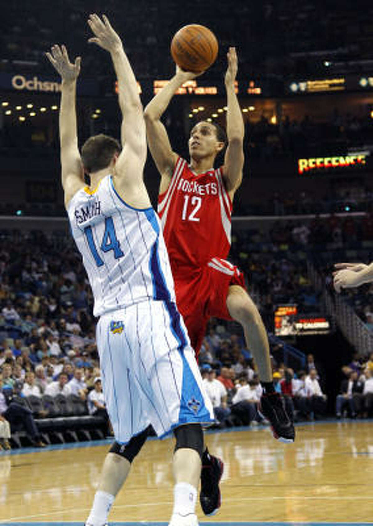 Rockets shooting guard Kevin Martin (12) shoots over Hornets power forward Jason Smith.