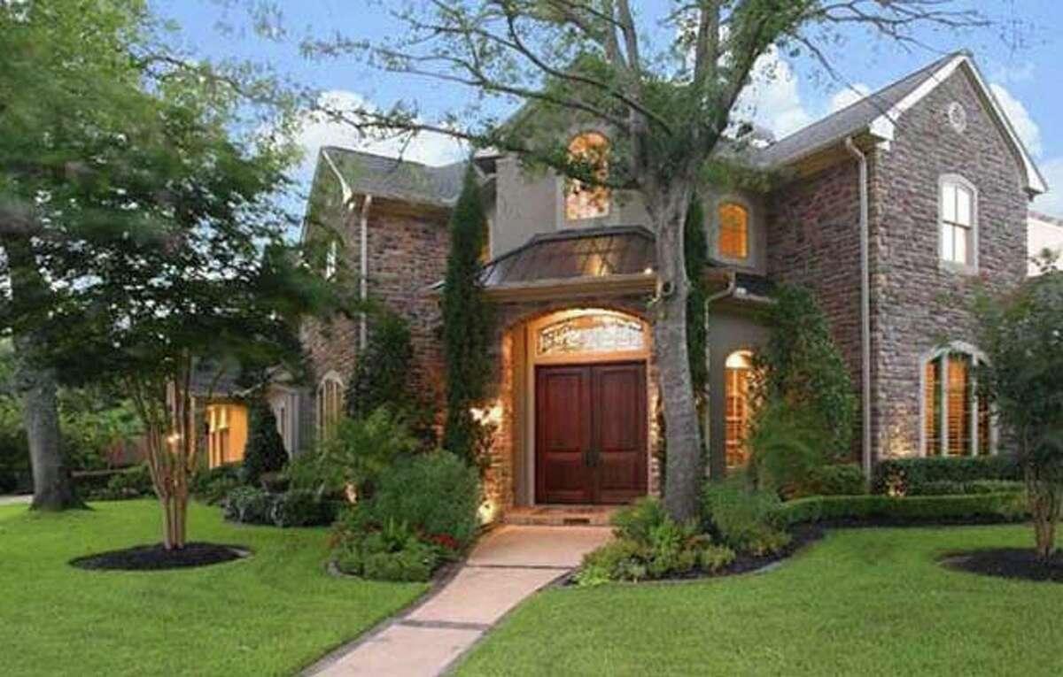 201 E Cowan Dr, $1,999,999 Agent: Cindy Burns Martha Turner Properties (713) 520-1981 Main (281) 630-8865 Direct