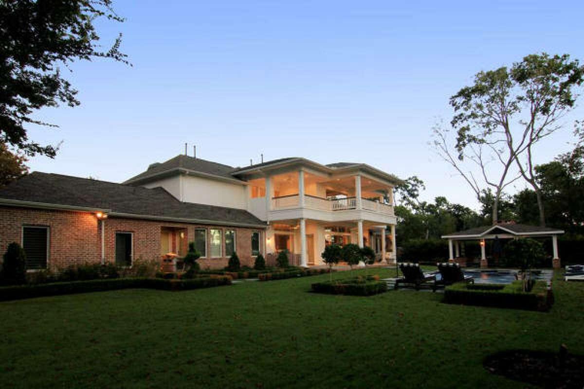 6 Waters Lake Blvd, $1,550,000 Agent: Cindy Burns Martha Turner Properties (713) 520-1981 Main (281) 630-8865 Direct