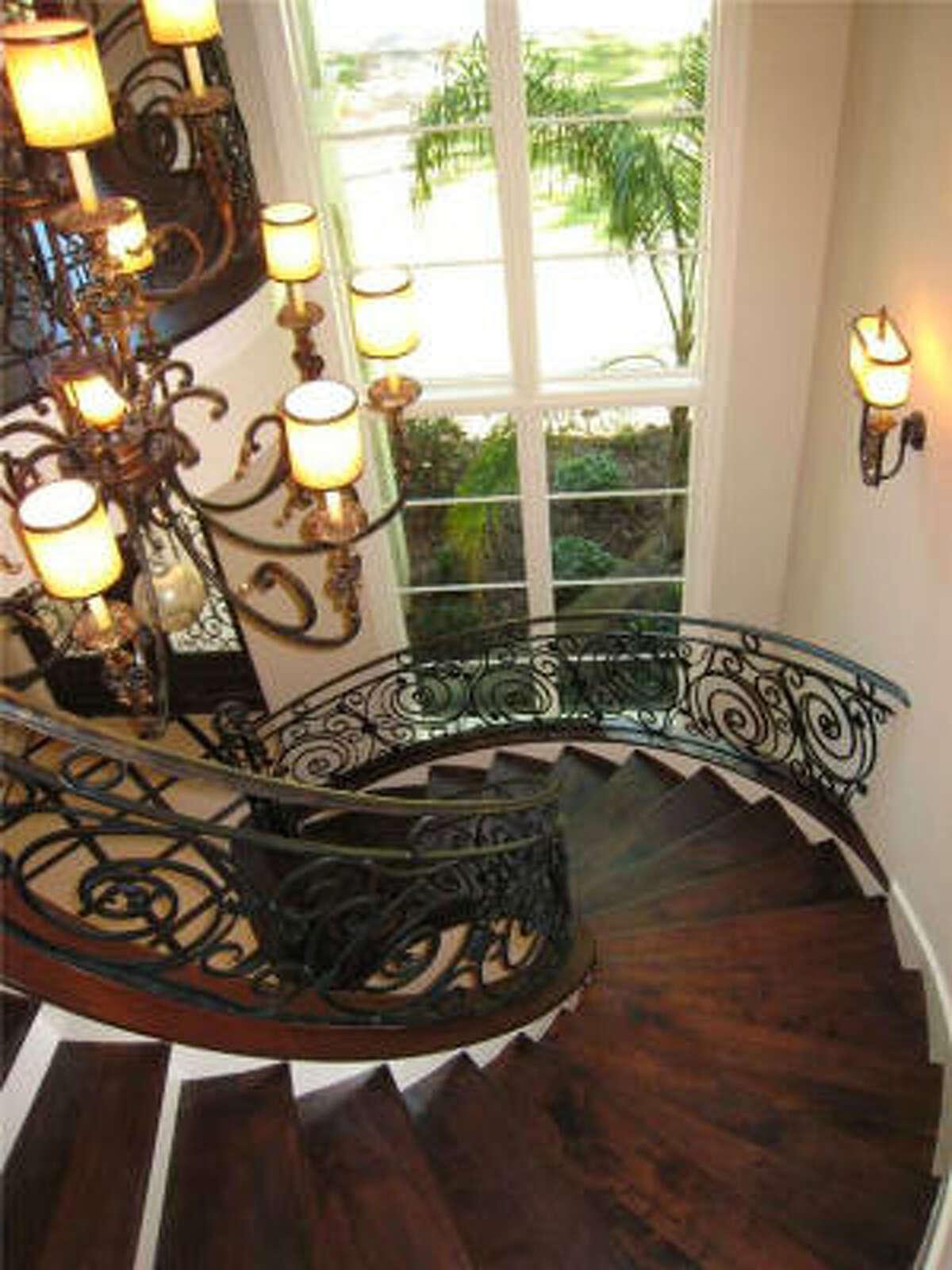 310 Tynebridge, $2,695,000 Agent: Patti Garrison Martha Turner Properties (713) 520-1981 Main