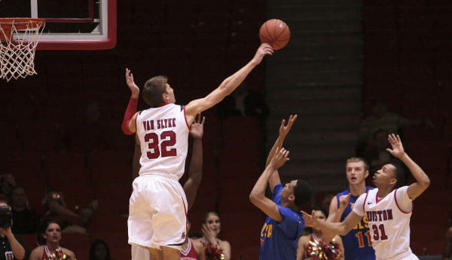 UH 64, Tulsa 57UH forward Kirk Van Slyke (32) blocks a shot by Tulsa's Jordan Clarkson during the second half of Wednesday night's game at Hofheinz Pavilion. Photo: Bob Levey, For The Chronicle