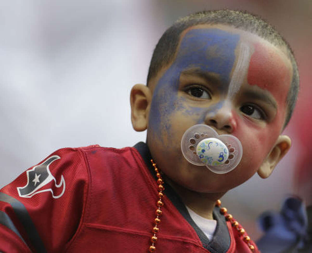 Devon Bruce gets into the Texans spirit during the second quarter.