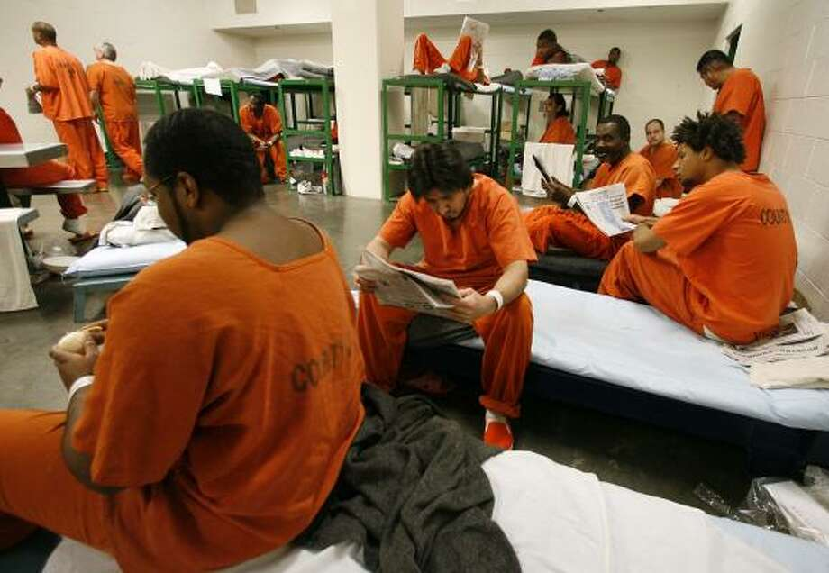 A shortage of beds means some inmates at the Harris County Jail have to sleep on cots. Photo: Billy Smith II, CHRONICLE