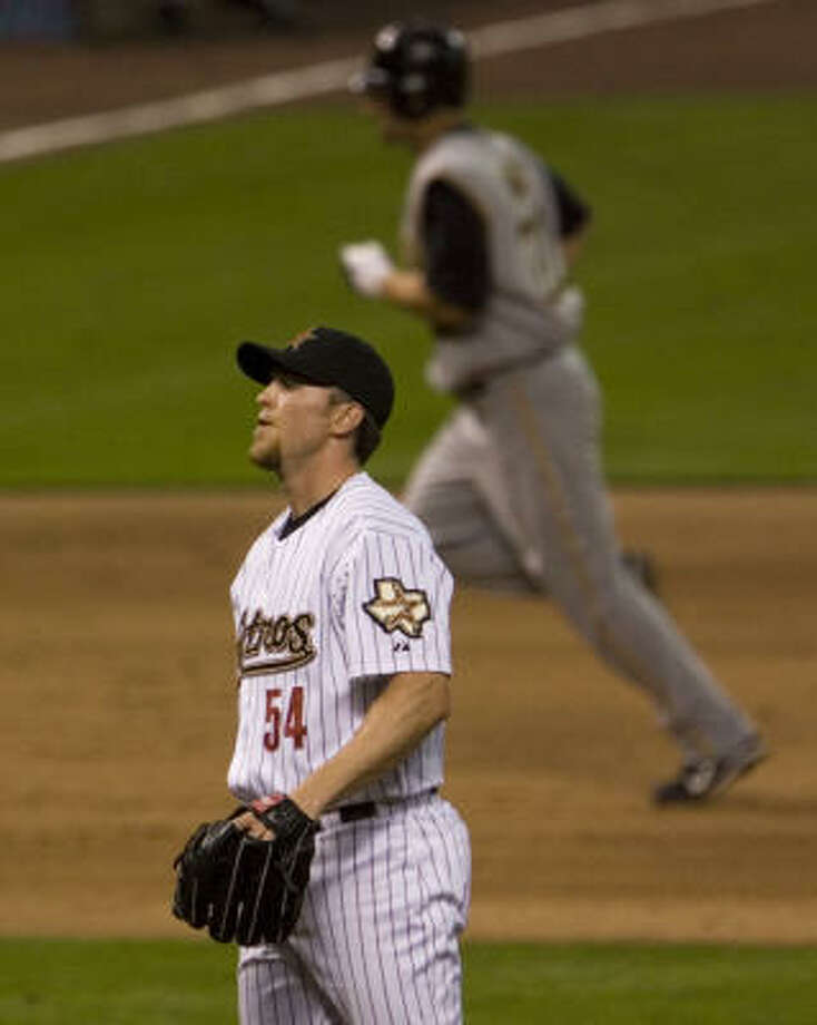Brad Lidge reacts as Xavier Nady rounds the bases after hitting a homer to tie the game. Photo: SMILEY N. POOL, CHRONICLE
