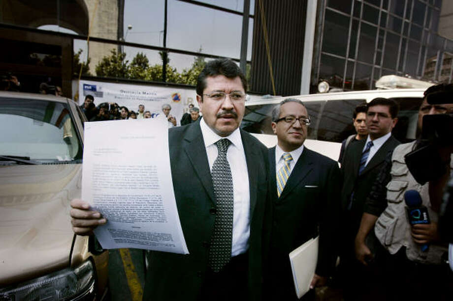 Ricardo Monreal, representing the Democratic Revolution Party, shows copies of a criminal complaint filed Monday in Mexico City against Vicente Fox for alleged illegal enrichment. Photo: Alexandre Meneghini, AP