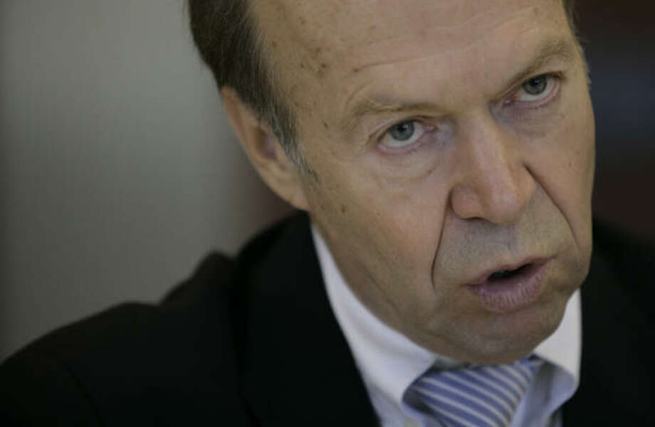 Climate researcher James Hansen expressed concern Wednesday about an accusation that the White House diluted Senate testimony on climate change. The White House has denied the accusation. Photo: Mayra Beltran, Chronicle