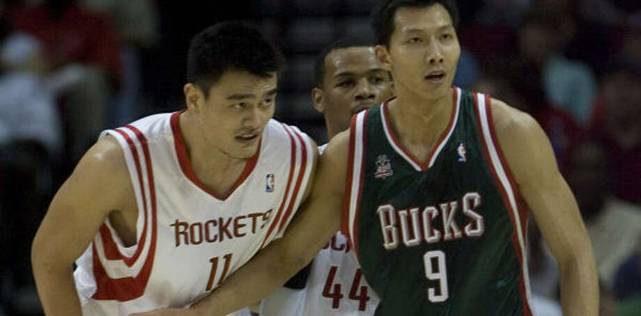 Milwaukee's Yi Jianlian tries to stay close to his man and countryman: Yao Ming. Photo: Smiley N. Pool, Chronicle
