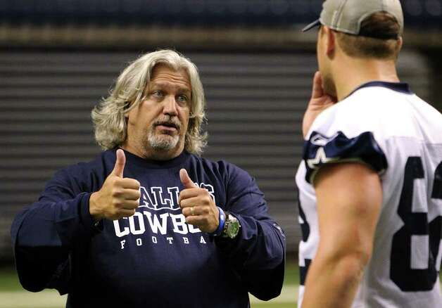 Defensive coordinator Rob Ryan (left) chats with tight end Jason Witten after the morning session of the Dallas Cowboys training camp at the Alamodome on Friday, July 29, 2011. Kin Man Hui/kmhui@express-news.net Photo: KIN MAN HUI, SAN ANTONIO EXPRESS-NEWS / SAN ANTONIO EXPRESS-NEWS