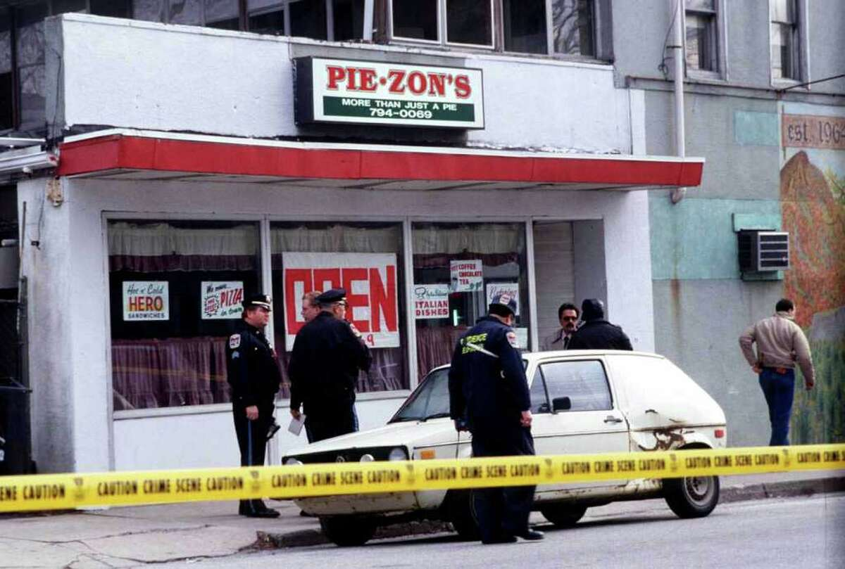 Danbury police investigators workout side Pie-Zon's pizza resturant where Craig Thorndike was killed. Photo originally published 1/18/89. The News-Times/ Bob East