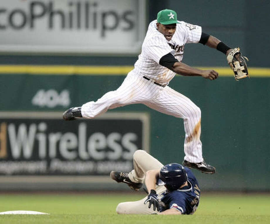 Miguel Tejada has back-to-back four hit games. Photo: Billy Smith II, Chronicle