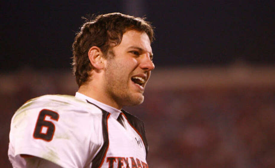After Saturday's stinging loss, Tech quarterback Graham Harrell needs a win over Baylor and an Oklahoma State upset of OU for the Red Raiders to reach the Big 12 title game. Photo: Nick De La Torre, CHRONICLE