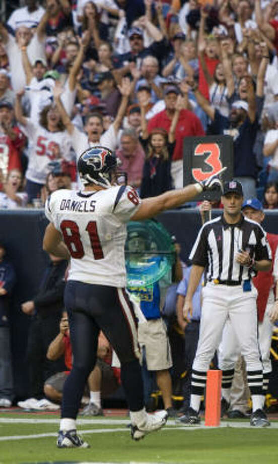 After scoring two TDs against Detroit, Texans tight end Owen Daniels leads all AFC tight ends in yards and receptions. Photo: Brett Coomer, Houston Chronicle