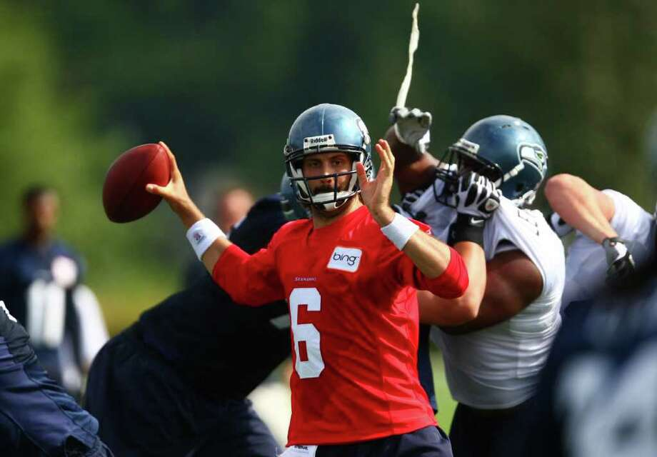 Quarterback Charlie Whitehurst is pressured by the defense. Photo: JOSHUA TRUJILLO / SEATTLEPI.COM