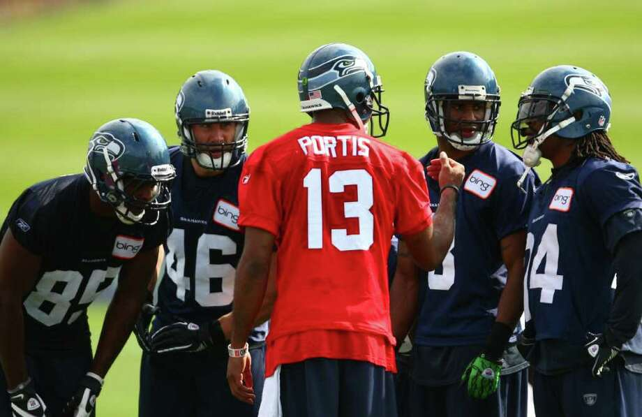 Quarterback Josh Portis calls a play with, from left, Anthony McCoy (85), Jameson Konz (46), Dominique Edison (3), and Marshawn Lynch (24). Photo: JOSHUA TRUJILLO / SEATTLEPI.COM